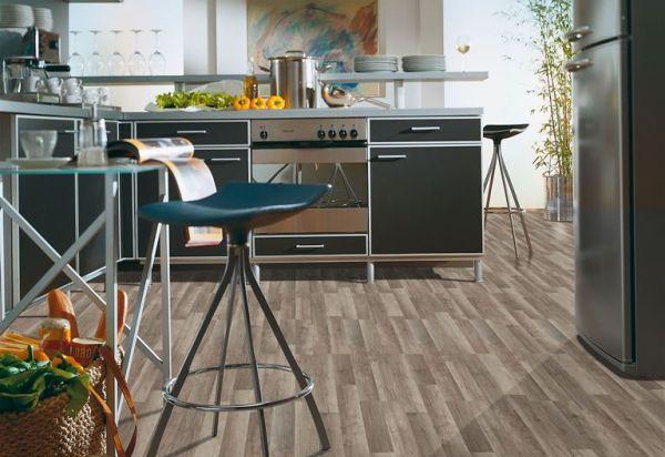 Panele podłogowe i drzwi do kuchni