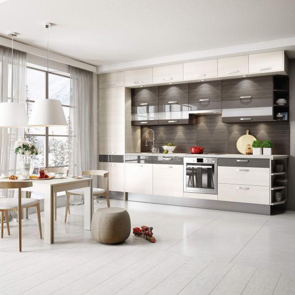 Piękna zabudowa kuchenna pod sam sufit